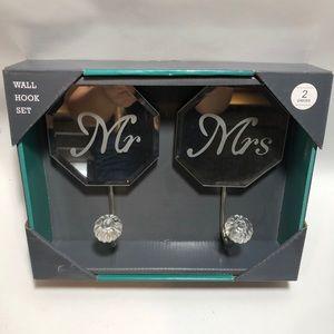 NIB Mr & Mrs Mirrored Wall Hook Set